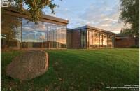 De ce sunt ferestrele din lemn stratificat cea mai buna alegere? Lemnul stratificat folosit pentru obtinerea ramelor de la ferestre se obtine asezand straturile de lemn unul peste celalalt, de-a lungul fibrei, iar lemnul care