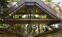 Bridge House - casa ca un pod ce traversează o râpă Aceasta casa eleganta din lemn