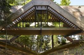 Bridge House - casa ca un pod ce traversează o râpă