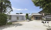 O anvelopanta din otel defineste noua locuinta a unui fermier din Japonia Realizata de arhitectul Miki