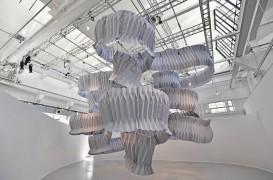 Arhitectul nipon Kengo Kuma a creat o sculptură care poate absorbi emisiile a 90 000 de