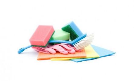 Tu cum dezinfectezi bureții de spălat vase? Iată ce nu trebuie să faci niciodată