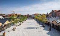 Pavelele Elis Pavaje creează un joc vizual în Piața Habermann din Sibiu Un proiect concret care