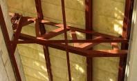 Termoizolarea cu vata de sticla a unui acoperis cu panta Termoizolarea acoperisurilor este o operatiune care