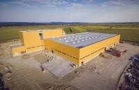 Elis Pavaje începe producția în cea de-a treia fabrică, din nordul Moldovei Elis Pavaje demareaza productia la Secuienii Noi, judetul Neamt, in cea mai moderna fabrica de pavele si alte produse din beton vibropresat din grup.