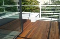 Pardoseli din lemn pentru terasă - soluția ideală pentru amenajări exterioare deosebite și de durată Intrucat vara nu este nimic mai placut decat sa iti petreci timpul pe terasa sau chiar pe balconul casei, este nevoie sa se implementeze o serie de solutii