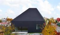 Locuinta cu forme sculpturale Locuinta din Lubliniec 2 proiectata de echipa Dyrda Fikus Architekci pare asemeni