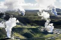 Energia geotermală ca sursă de energie regenerabilă Energia geotermala este energia termica generata si stocata in pamant. Termenul geotermal provine din combinarea cuvintelor de origine greaca: GEO (pamant) si THERMOS (cald).