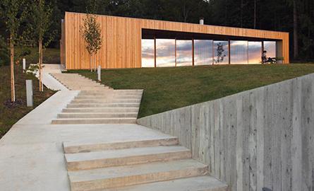O locuinta durabila construita in padurile din Novo Mesto, Slovenia