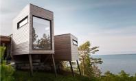 Locuinta construita pe coasta Norvegiei Casa Hytte Arsund o locuinta finisata in lambriu de lemn cu