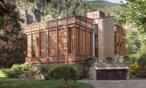 Un trafor elaborat in lemn invaluie o casa din Austria