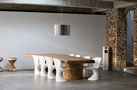 O noua moda, mese rustice cu scaune moderne