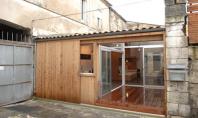 Un vechi garaj transformat in studio Un simplu garaj amplasat pe o alee dintr-un oras din