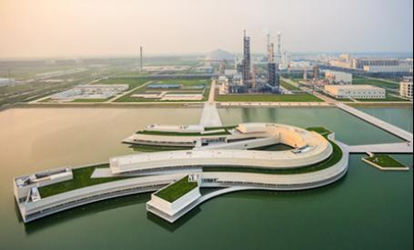 Alvaro Siza finalizeaza constructia unei fabrici pe un lac artificial din China
