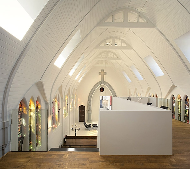 Biserici transformate in locuinte moderne