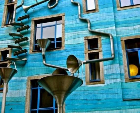 O fatada colorata din Germania devine orchestra muzicala atunci cand ploua