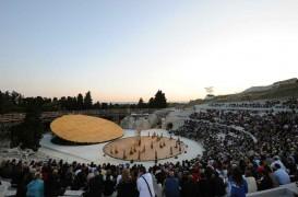 OMA proiecteaza un decor de scena pentru anticul teatru din Siracuza