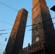 Turnurile inclinate din Bologna