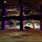 Reflexii sub o strada suspendata din Toronto