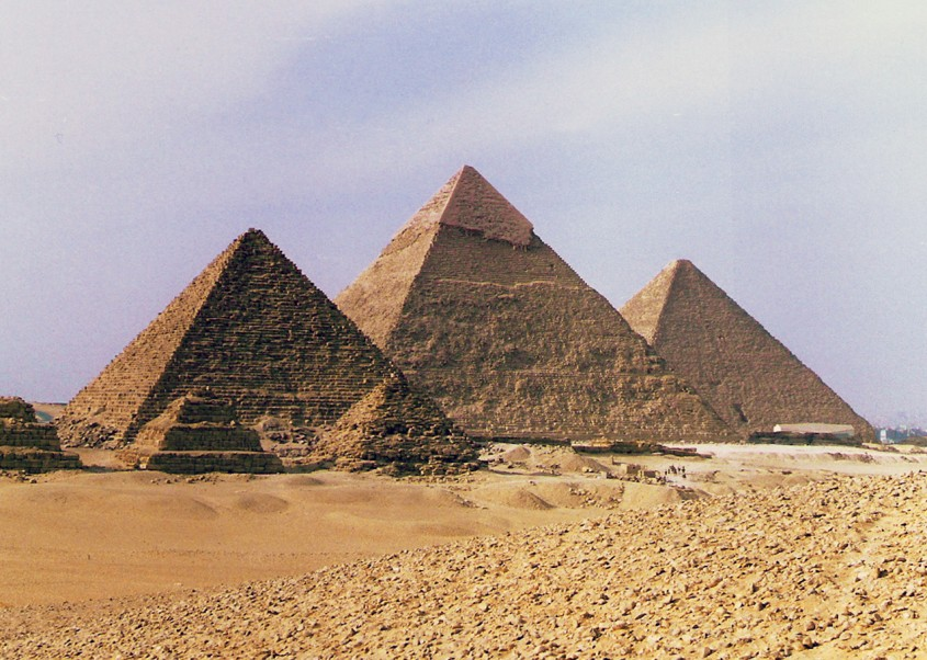 Arhitectura sacra, cu efecte in viata muritorilor: piramidele