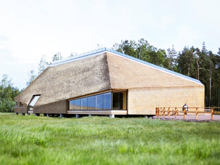 Anvelopanta din paie pentru Centrul Takern, casa pentru 100 specii de pasari