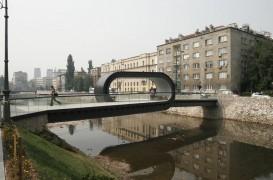 Un pod, o poarta intre doua lumi