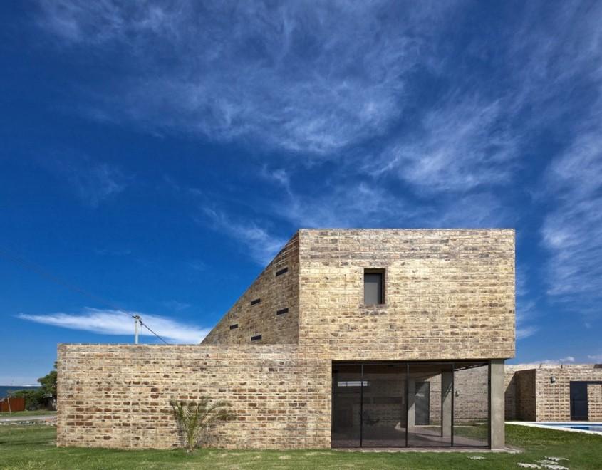 Casa Alejandra exemplu de constructie din caramida plina realizata manual