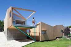 Casa realizata din sapte module prefabricate