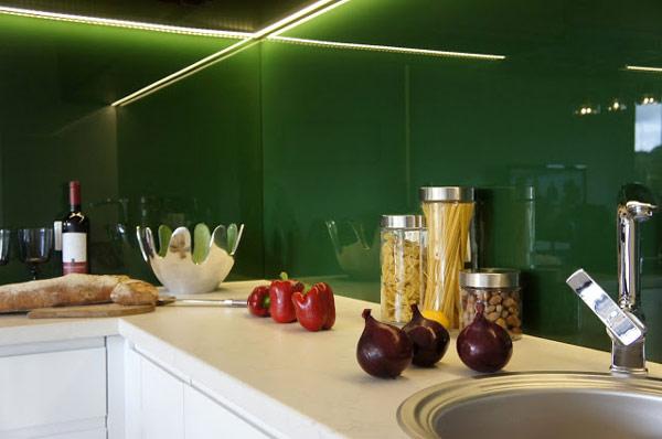 Un mic apartament in Polonia, in culori clasice, dar stil contemporan