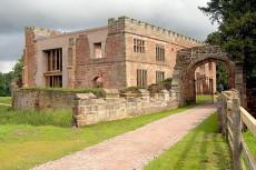 Castelul Astley renovat si transformat intr-un hotel modern