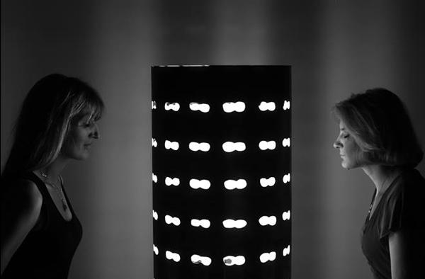 Masina de vise - primul obiect de arta care trebuie vazut cu ochii inchisi