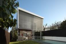 O locuinta de dinainte de razboi transformata intr-un element de arhitectura moderna
