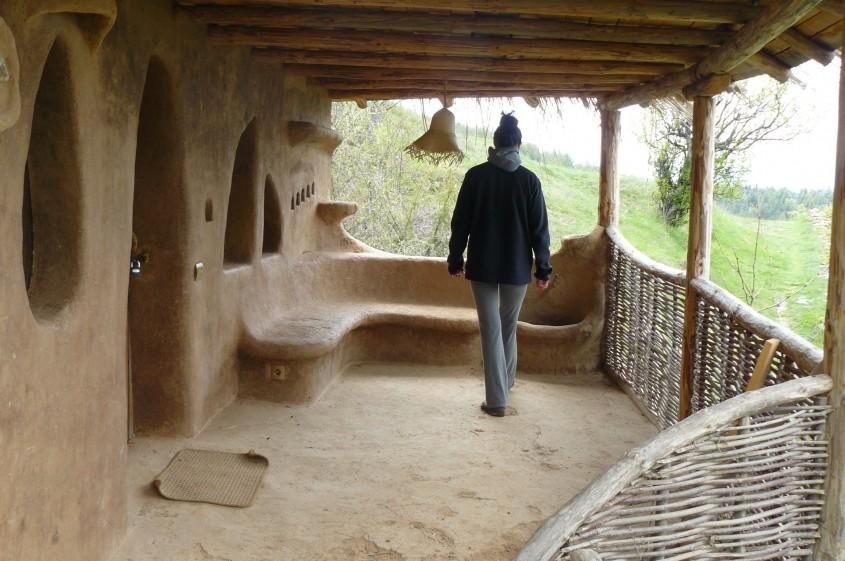 Materiale traditionale pentru case simple si durabile
