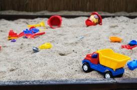Un loc de joaca pentru copii, in curte