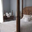 Detaliu pentru un dormitor victorian: vasul cu carafa