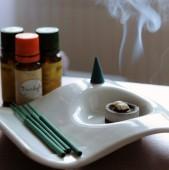 Buna seara Aromoterapia prin arderea esentelor este daunatoare Se degaja arome din fum obtinute prin arderea