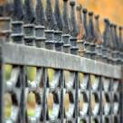 Refacerea aspectului unui gard din fier forjat, ruginit