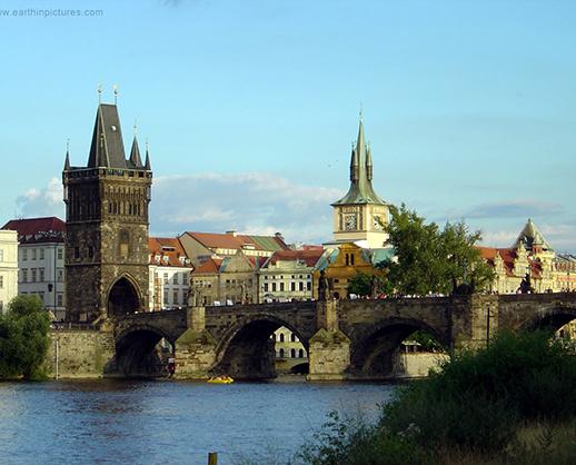 """Apa trece, pietrele raman: un pod de peste sase sute de ani si un secret """"constructiv"""""""