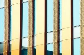 Sticla, materialul paradoxal din constructiile moderne