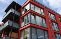 Arhitectii prefera tot mai mult ferestrele din PVC acrylcolor in nuante de gri in locul profilelor
