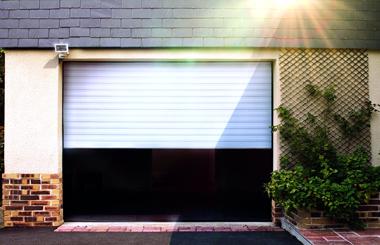 Usile de garaj tip rulou - varianta economica pentru spatiile rezidentiale si industriale
