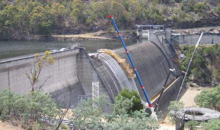Profilul deversant al Barajului Cattagunya, Australia 1