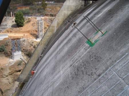 Profilul deversant al Barajului Cattagunya, Australia 2