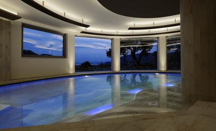 Relaxare la noul centru SPA din hotelul Poiano, Italia