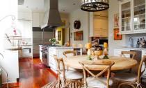 Arhitectura victoriana si decorurile colorate, perfect compatibile