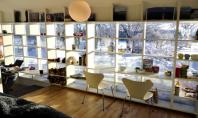 E fereastra sau biblioteca? Proiectat de biroul de arhitecti din Stockholm Vision Division acest perete vitrat