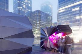 Chioscuri din aluminiu cu forme asemeni unor origami, impanzesc Londra