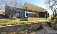Locuinta Ossemann dupa renovare spatiile se deschid spre peisajul Namibiei Echipa Wasserfall Munting Architects a transformat