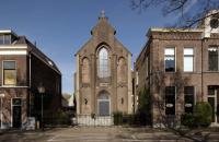 Casa moderna amenajata in interiorul unei biserici din Utrecht
