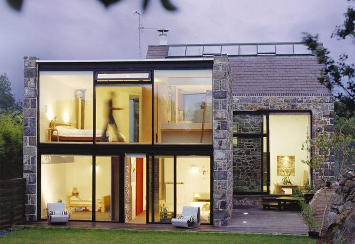 Transformare radicala a unei structuri din piatra intr-o locuinta moderna